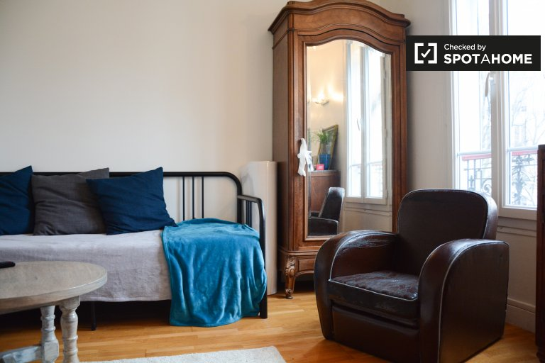 Compact studio apartment for rent near laundromat in the 18th arrondissement