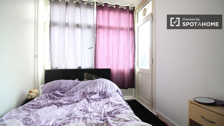Room 1 with double bed