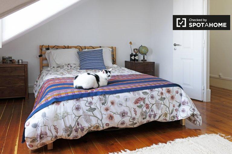 Pokój do wynajęcia, apartament z 4 sypialniami, Graça, Lizbona