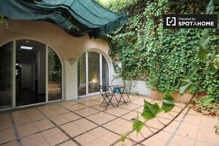 Lovely 3-bedroom apartment for rent in Gràcia
