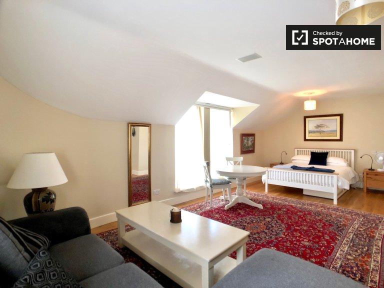 Chic studio apartment for rent in Killiney, Dublin