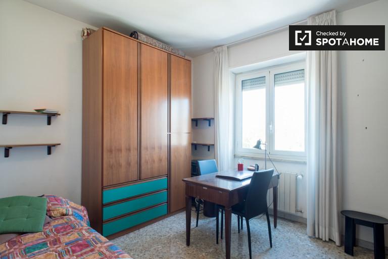Chambre centrale dans l'appartement à Ostiense, Rome