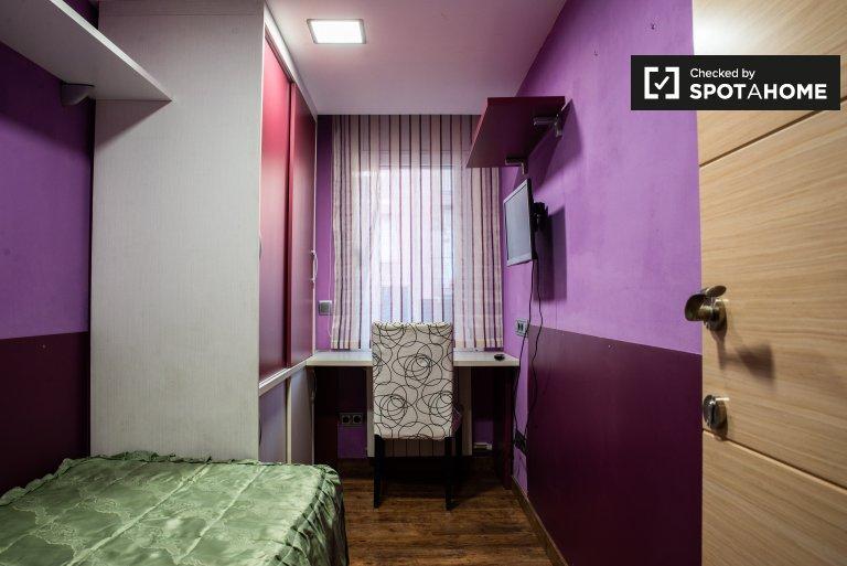 Room in 4-bedroom apartment in L'Hospitalet de Llobregat