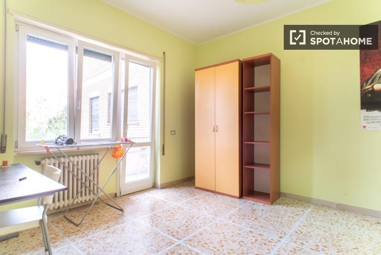 Duży pokój w apartamencie w Monte Mario, Rzym