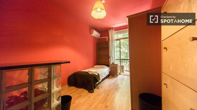 Exterior Single Room (Room 2)