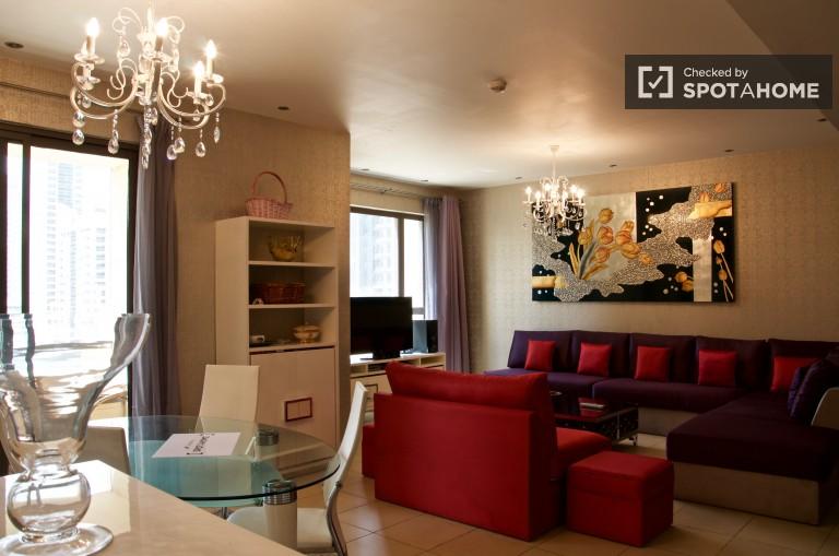 Modern 2-bedroom, 2-bathroom apartment with balcony in Dubai Marina, next to the beach