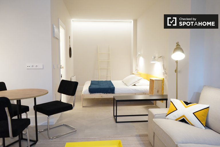 Helles Studio-Apartment zu vermieten in San Blas, Madrid