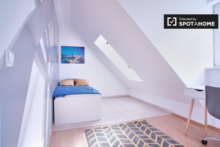 Jasny pokój do wynajęcia w Altglienicke w Berlinie