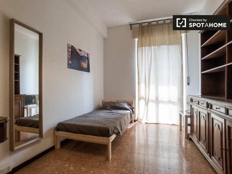 Quarto para alugar em apartamento de 3 quartos em Città Studi
