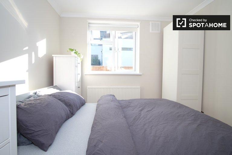 Habitación luminosa en piso compartido de 2 dormitorios en Lambeth, Londres