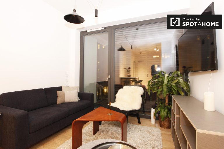 Stylish 2-bedroom apartment with balcony for rent in Mitte