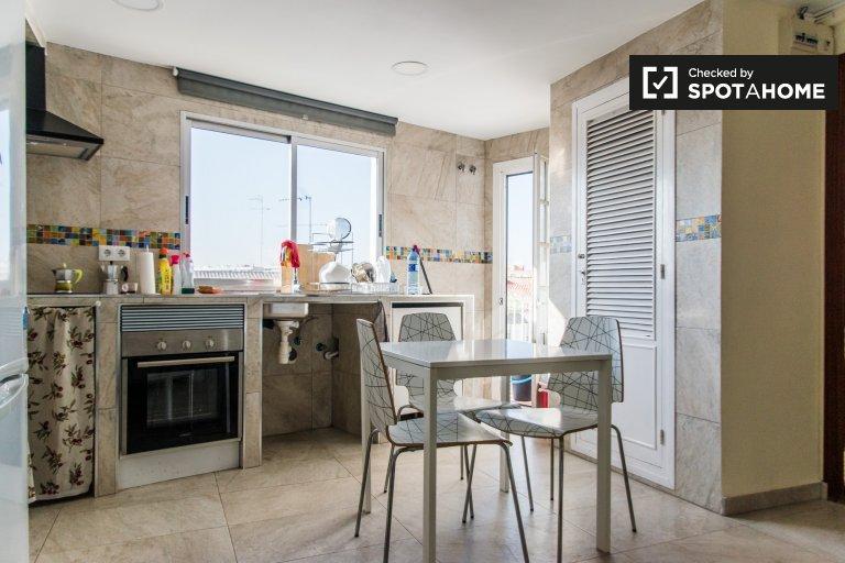 Stanze in affitto in appartamento con 4 camere da letto, Ciutat Vella