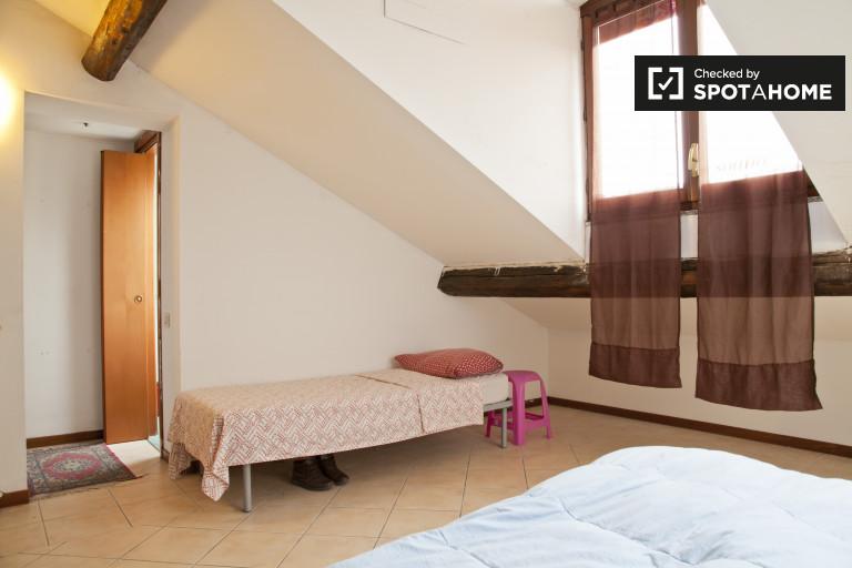 Nice quarto compartilhado no apartamento em Sesto San Giovanni, Milan