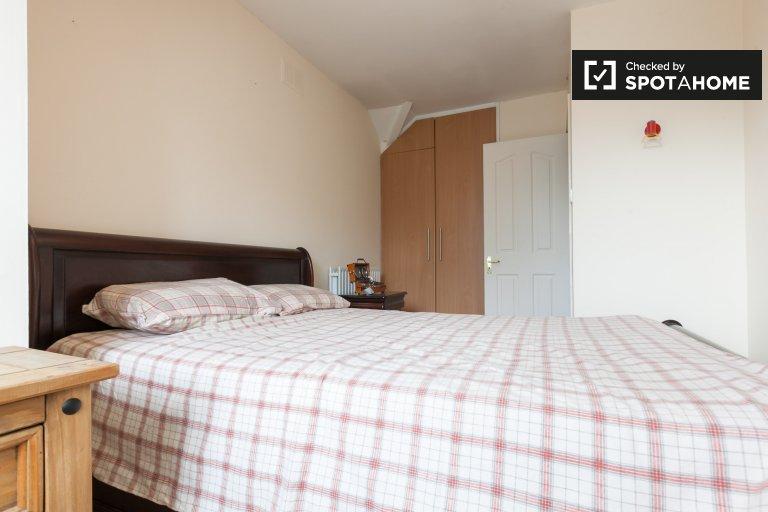 Chambre à louer dans une spacieuse maison de 4 chambres à Knocklyon