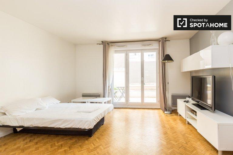 Small studio apartment for rent in Suresnes, Paris