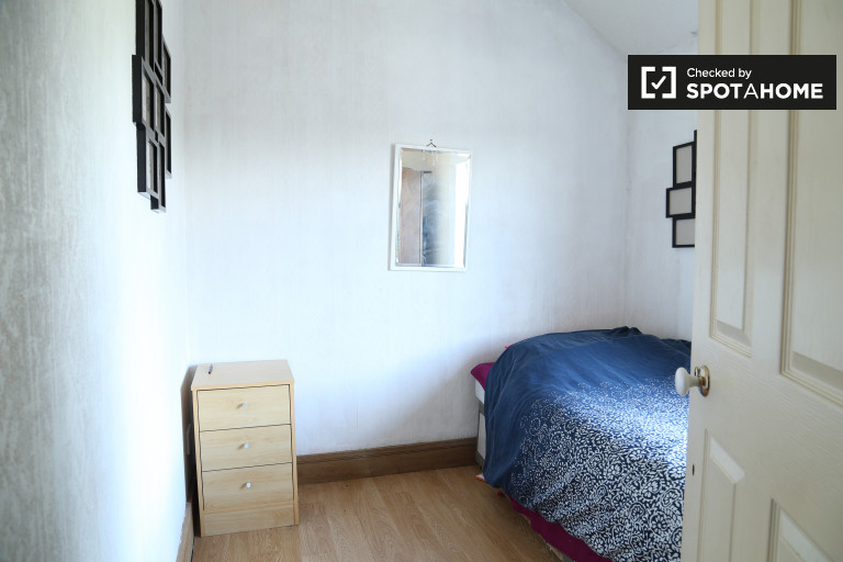 Single Bed in Rooms to rent in a sunny four-bedroom home, in Inchicore, Dublin