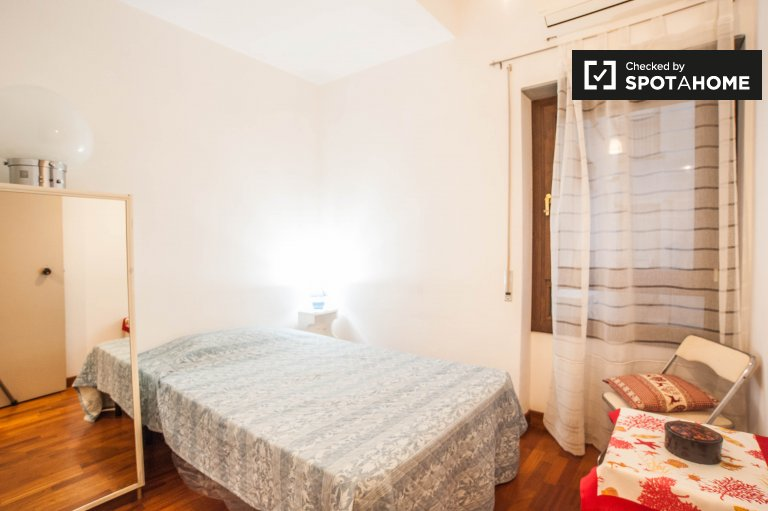 Double Bed in Rooms for rent in bright 3-bedroom apartment in Prati
