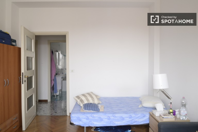 Single Bed in Rooms in a 4 bedroom apartment in famous Navigli neighborhood