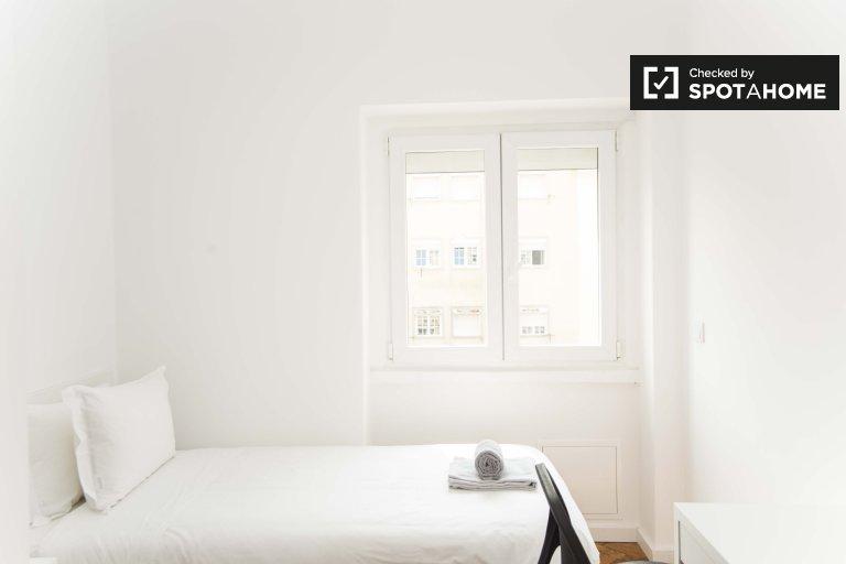 Przytulny pokój w mieszkaniu z 4 sypialniami w Avalade, Lizbona