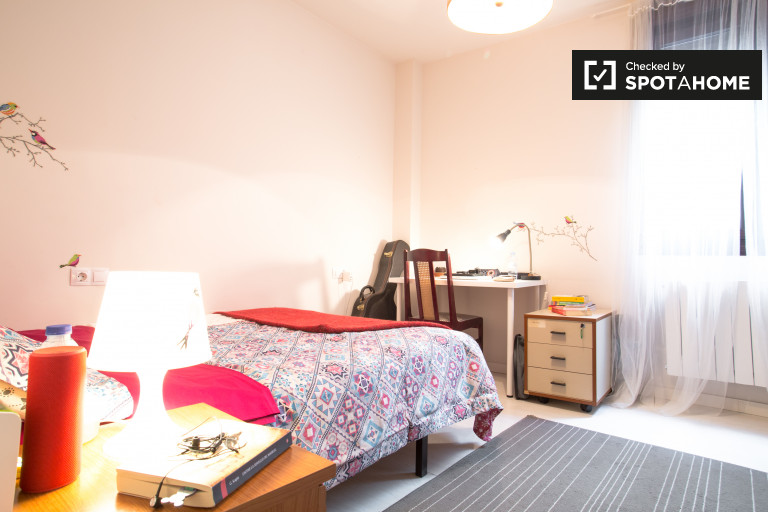 Exterior room in shared apartment, Bilbao la Vieja, Bilbao