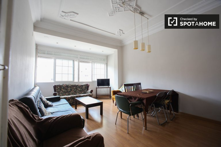 Stylish 5-bedroom apartment for rent in Extramurs, Valencia