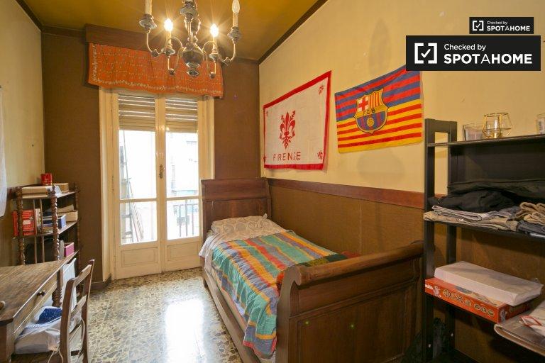 Sunny room for rent in Vanchiglia, Turin