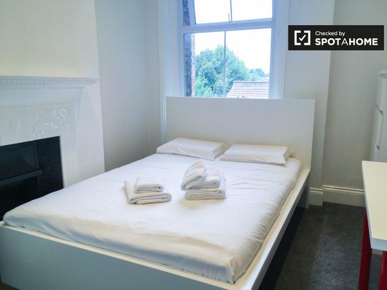 Kiralık Mobilyalı oda, 3 yatak odalı daire, Acton, Londra