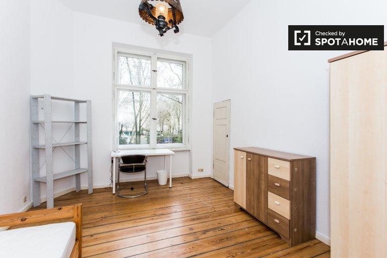 Bom quarto para alugar em apartamento de 5 cama, Tempelhof-Schöneberg