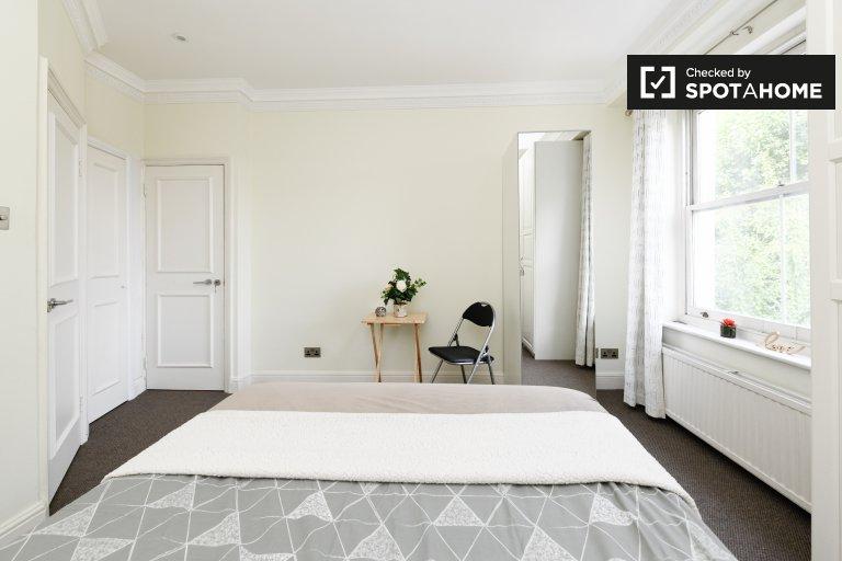 Room with en-suite to rent in Kensington & Chelsea, London