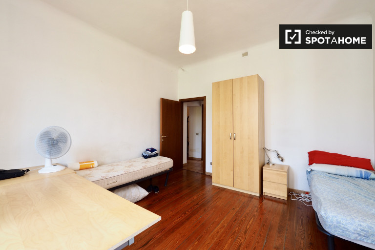 Fully-Furnished twin room in apartment in Vigentina, Milan