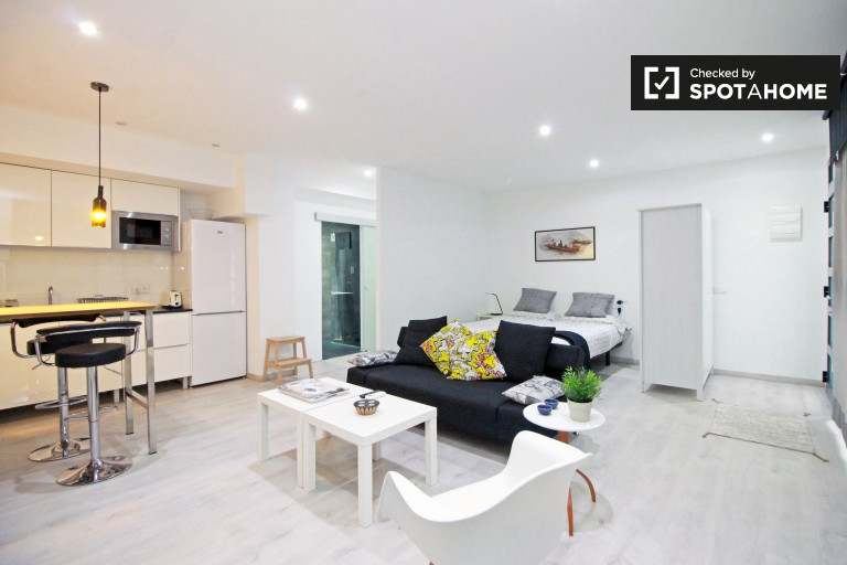 Studio apartment with AC for rent in Sants, Barcelona
