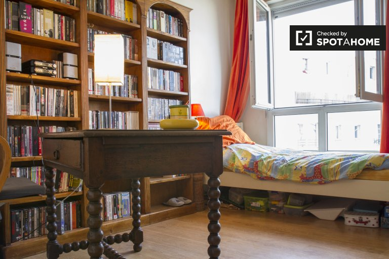 Single Bed in Rooms for rent in stunning 4-bedroom apartment in the 19th arrondissement