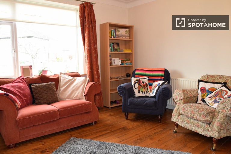 Cosy 4-bedroom house with garden to rent in Beaumont area