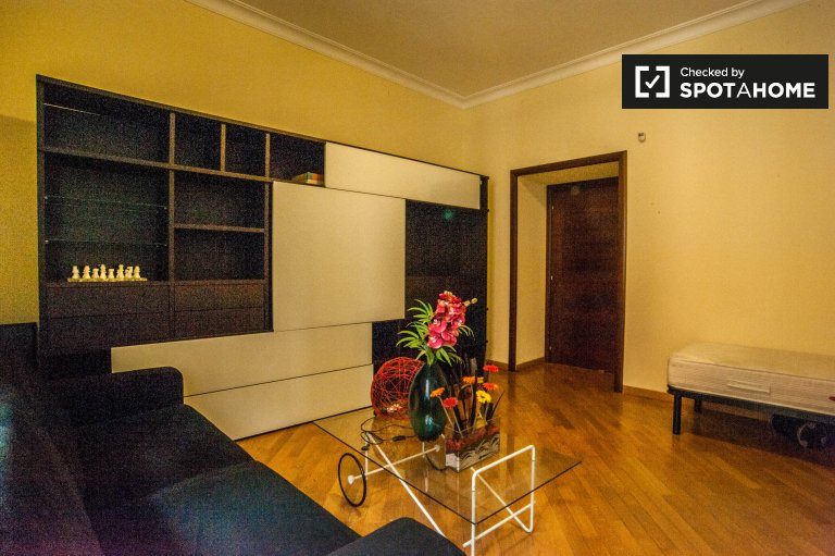Chambre spacieuse dans un appartement de 3 chambres à San Giovanni