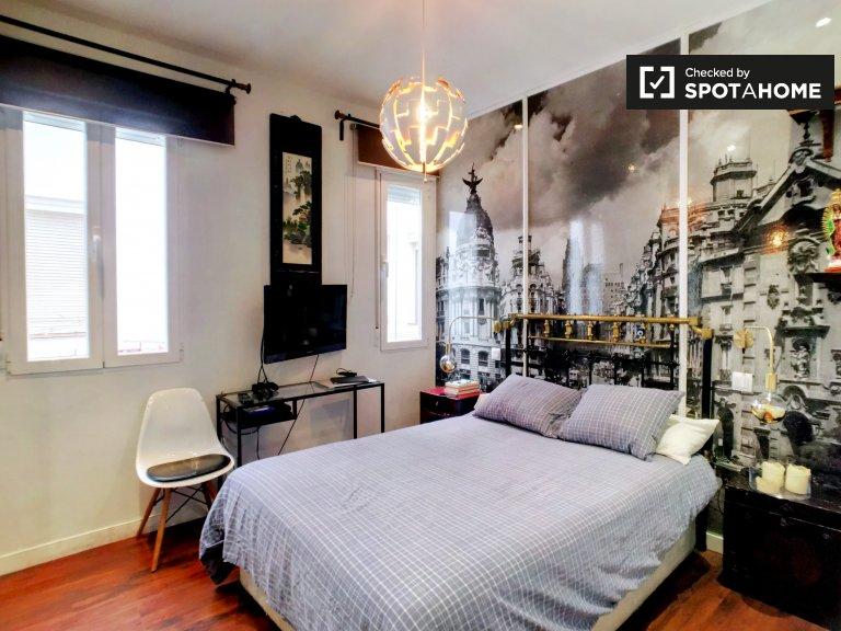 Habitación de moda en un apartamento de 2 dormitorios en Chueca, Madrid