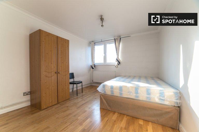 Pokój w 6-pokojowym apartamencie w Lilburne Court w Londynie