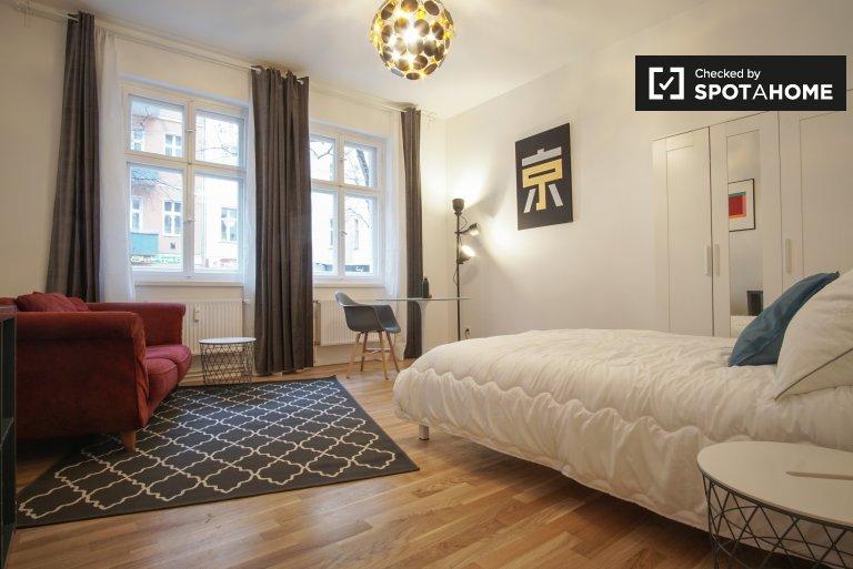 Zimmer zu vermieten in 3-Zimmer-Wohnung in Friedrichshain
