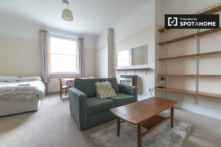 1-bedroom apartment to rent in Shepherd's Bush