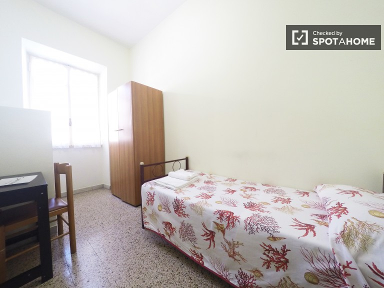 Single Bed in 4 single rooms for rent near the Sapienza University of Rome, all bills, cleaning, and breakfast included