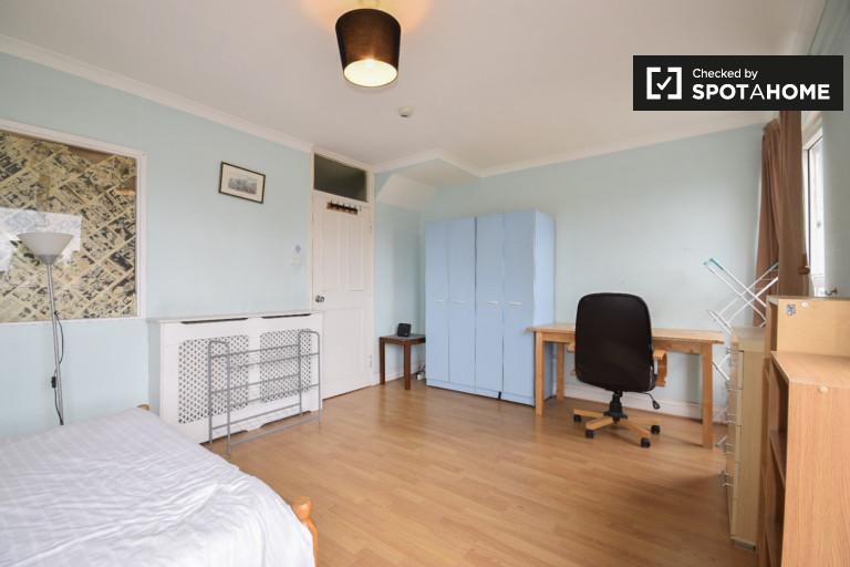 Chambre idéale dans un appartement de 4 chambres à Bow, Londres
