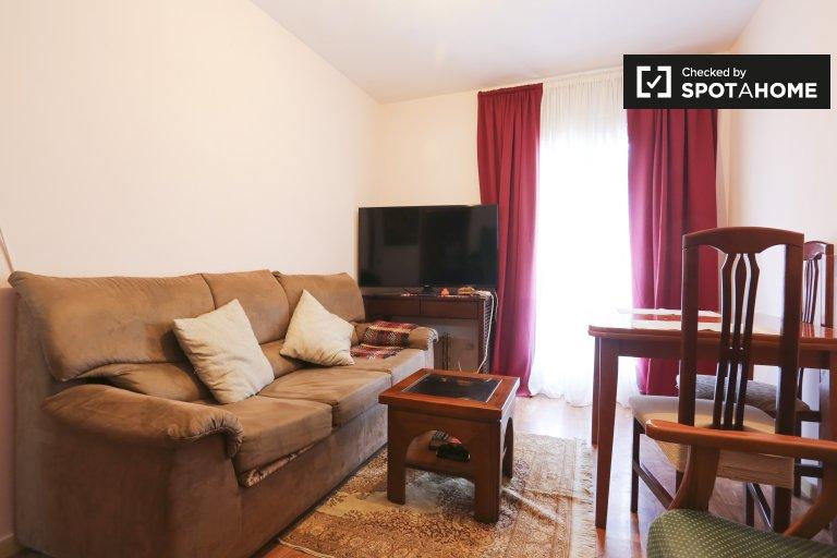 Pokój do wynajęcia w mieszkaniu z 2 sypialniami w Madrycie