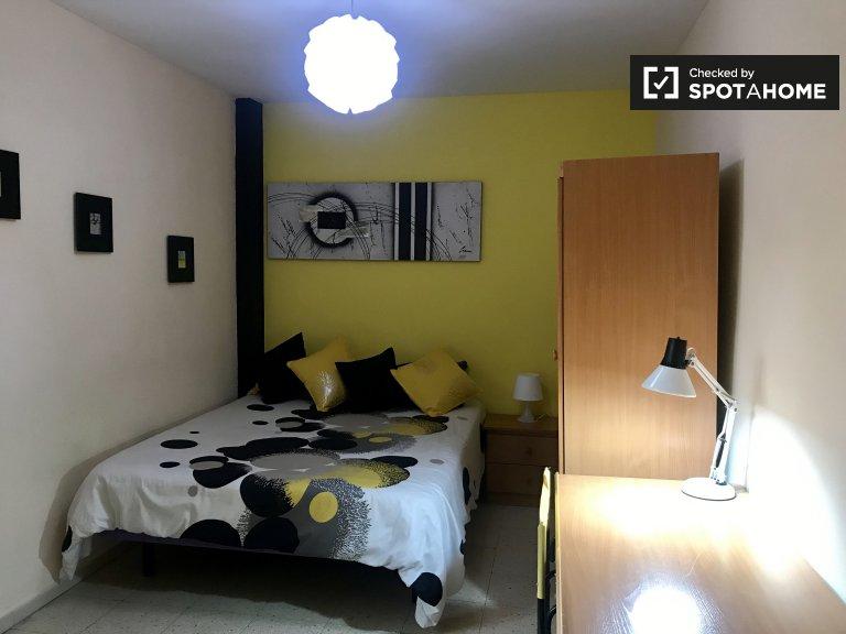 Chambre dans un appartement de 6 chambres à Alcalá de Henares, Madrid