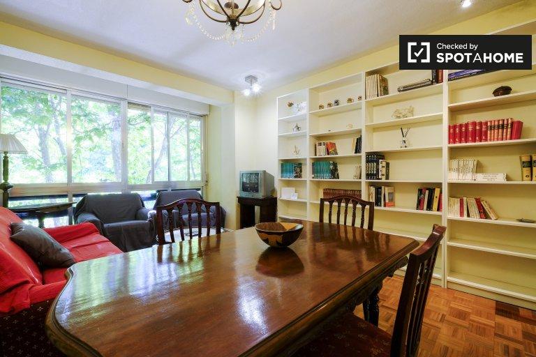 Chic 3-bedroom apartment for rent in Retiro, Madrid