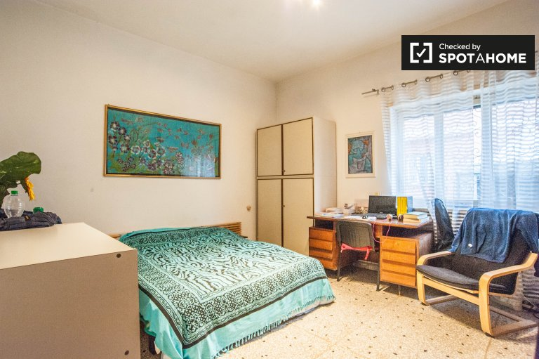 Double Bed in Rooms for rent in a furnished 3-bedroom apartment in Ardeatino