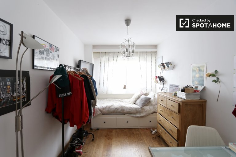 Cosy room in 3-bedroom apartment in Aravaca, Madrid