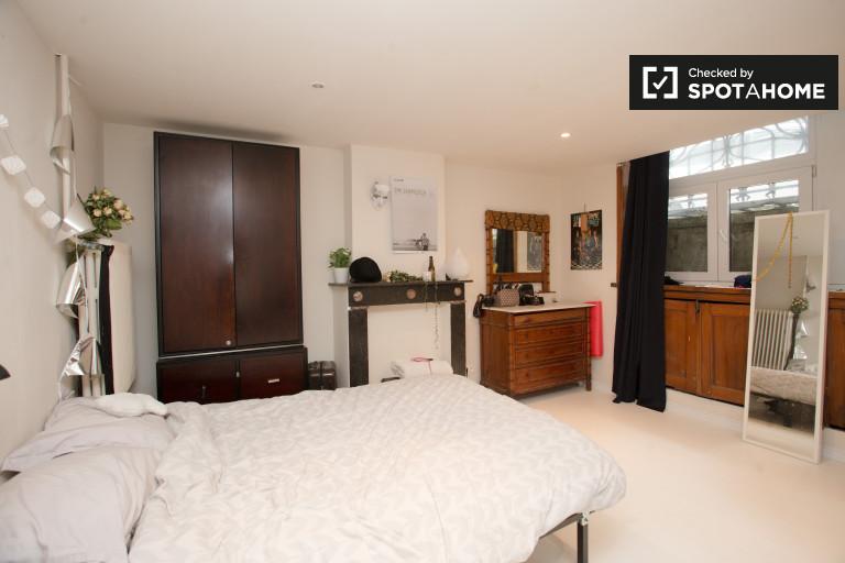 Immense chambre dans une maison de 9 chambres à coucher à Forest, Bruxelles