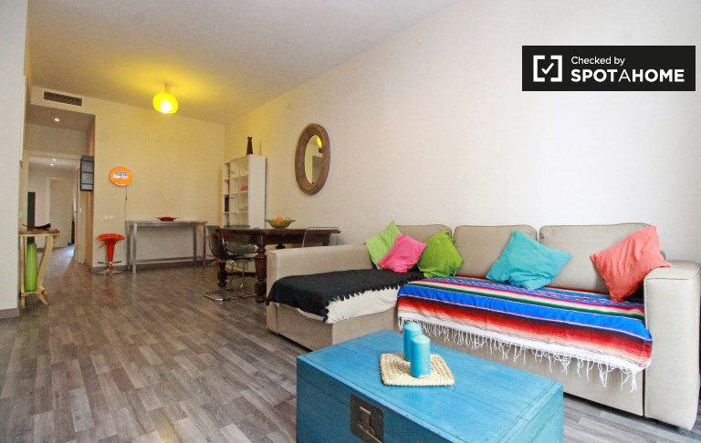 3-bedroom, 2-bathroom apartment with balcony for rent in Poblenou