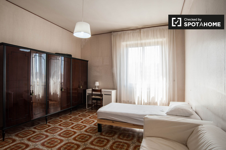 Single Bed in Rooms for rent in spacious 4-bedroom apartment in Pigneto