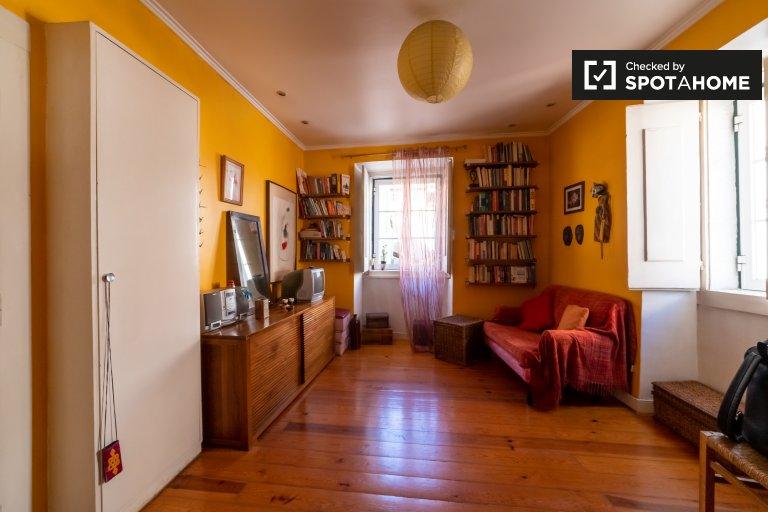 Bunte 1-Zimmer-Wohnung zur Miete in Arroios, Lissabon