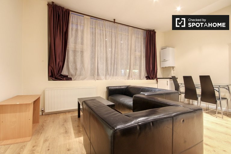 Furnished 2-bedroom apartment for rent in Shepherds Bush, Travelcard Zone 2